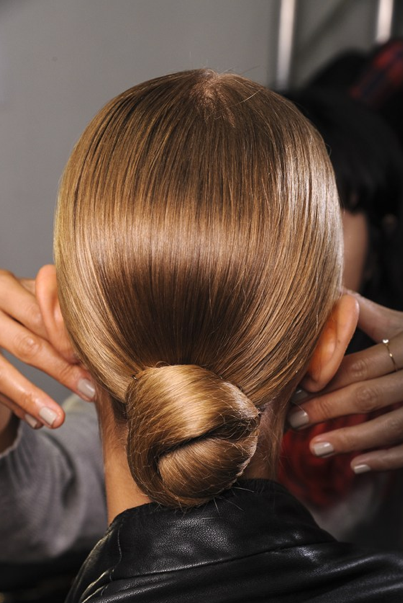 Honey-blonde hair is said to be the best for shine serums or shine ...